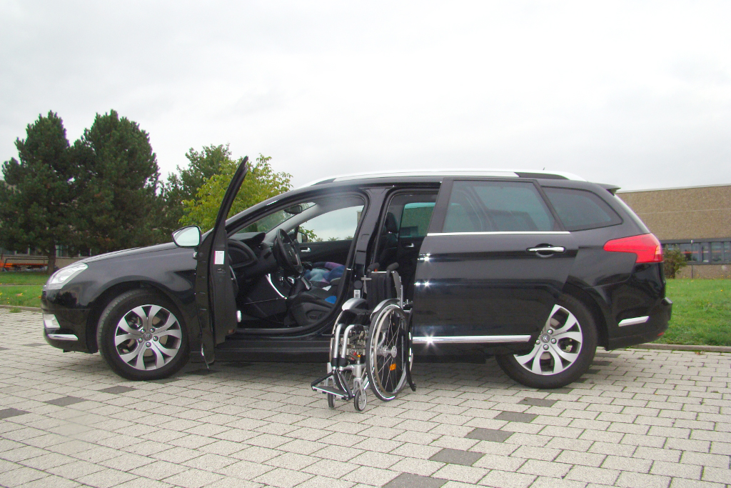 Citroen C5 Kombi mit Rollstuhlverladesystem LADEBOY S2