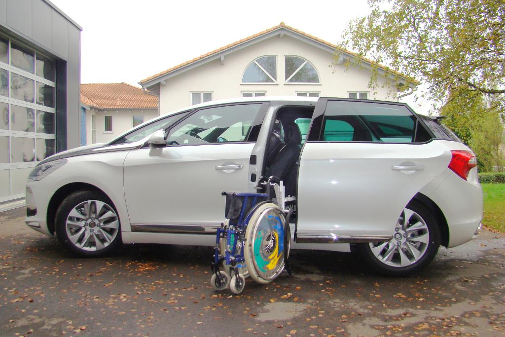 Citroen DS5 mit Rollstuhlverladesystem LADEBOY S2