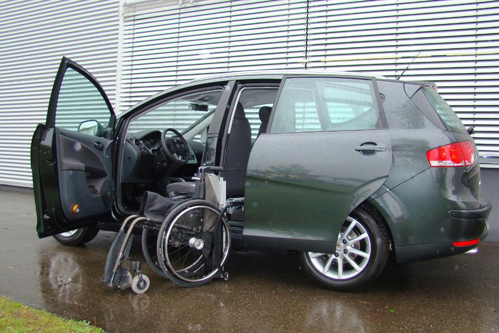 Seat Altea mit Rollstuhlverladesystem LADEBOY S2