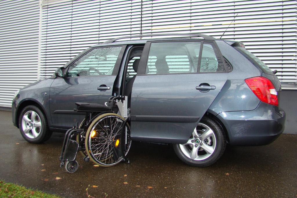 Skoda Fabia mit Rollstuhlverladesystem LADEBOY S2