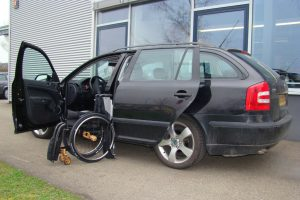 Skoda Octavia Kombi mit Rollstuhlverladesystem LADEBOY S2