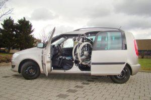 Skoda Roomster mit Rollstuhlverladesystem LADEBOY S2 mit Schwenkmodul für 4 Sitzplätze
