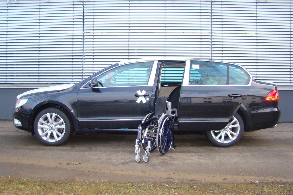 Skoda Superb mit Rollstuhlverladesystem LADEBOY S2