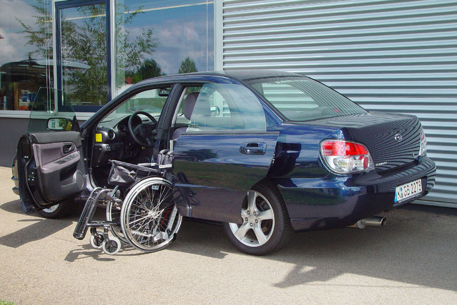 Subaru Impreza mit Rollstuhlverladesystem LADEBOY S2