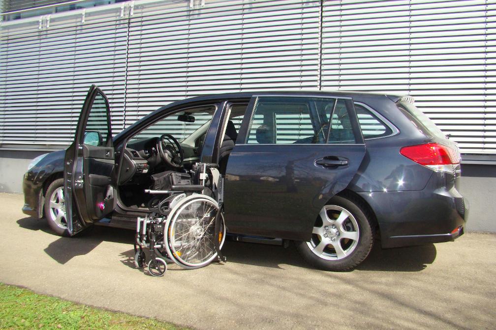 Subaru Legacy mit Rollstuhlverladesystem LADEBOY S2
