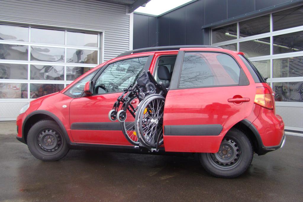 Suzuki SX4 mit Rollstuhlverladesystem LADEBOY S2