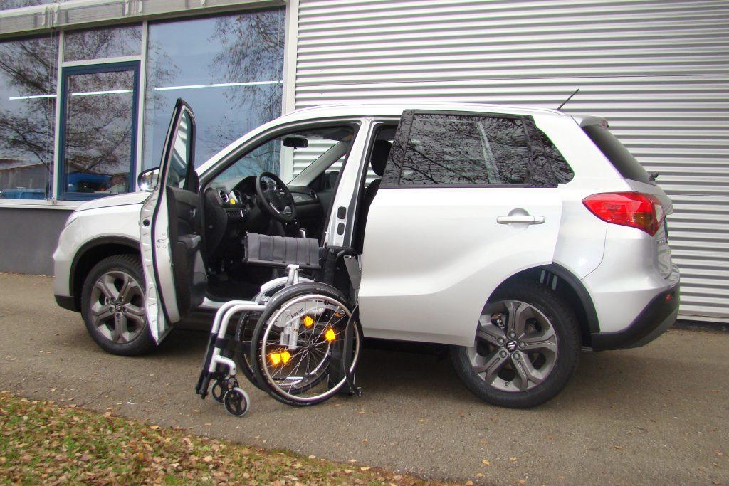 Suzuki Vitara mit Rollstuhlverladesystem LADEBOY S2
