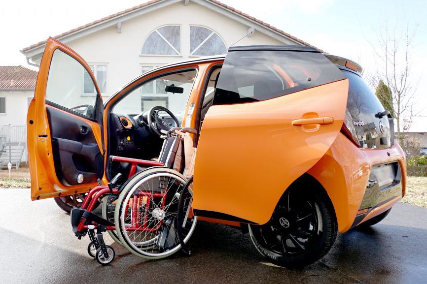 Toyota Aygo mit Rollstuhlverladesystem LADEBOY S2
