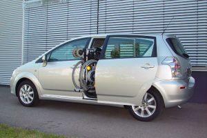 Toyota Corolla Verso mit Rollstuhlverladesystem LADEBOY S2
