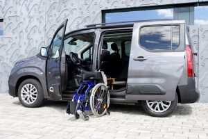 Toyota Pro Ace City mit Rollstuhlverladesystem LADEBOY S2