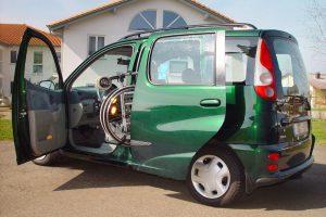 Toyota Yaris Verso mit Rollstuhlverladesystem LADEBOY S2