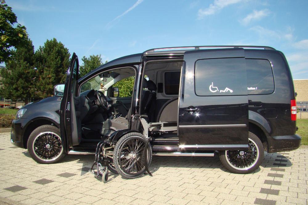 Volkswagen Caddy Maxi mit Rollstuhlverladesystem LADEBOY S2 für ungefaltete Rollstühle