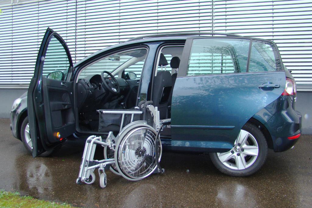 Volkswagen Golf Plus mit Rollstuhlverladesystem LADEBOY S2