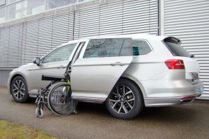Volkswagen Passat Variant mit Rollstuhlverladesystem LADEBOY S2