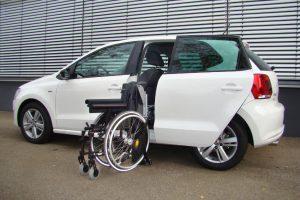 Volkswagen Polo mit Rollstuhlverladesystem LADEBOY S2