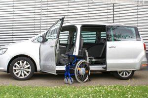 VW Sharan mit Rollstuhlverladesystem LADEBOY S2 mit Schwenkmodul für 4 Sitzplätze