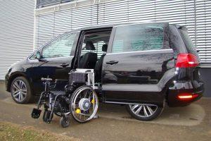 VW Sharan mit Rollstuhlverladesystem LADEBOY S2 für ungefaltete Rollstühle