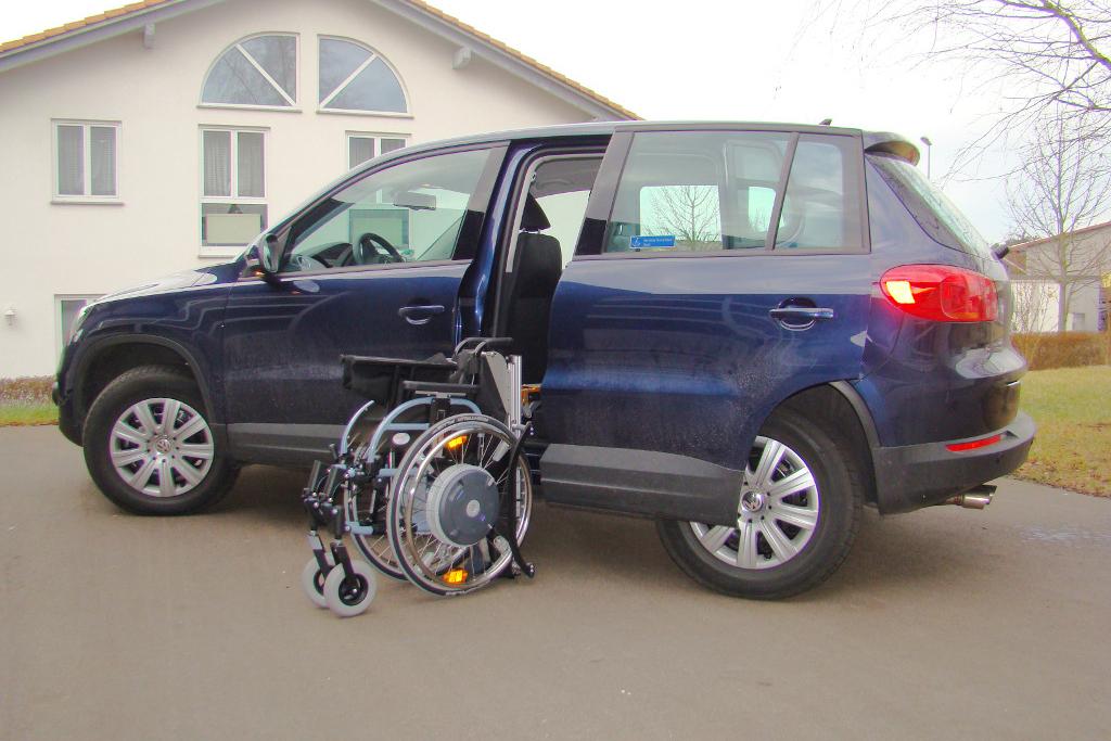 Volkswagen Tiguan mit Rollstuhlverladesystem LADEBOY S2