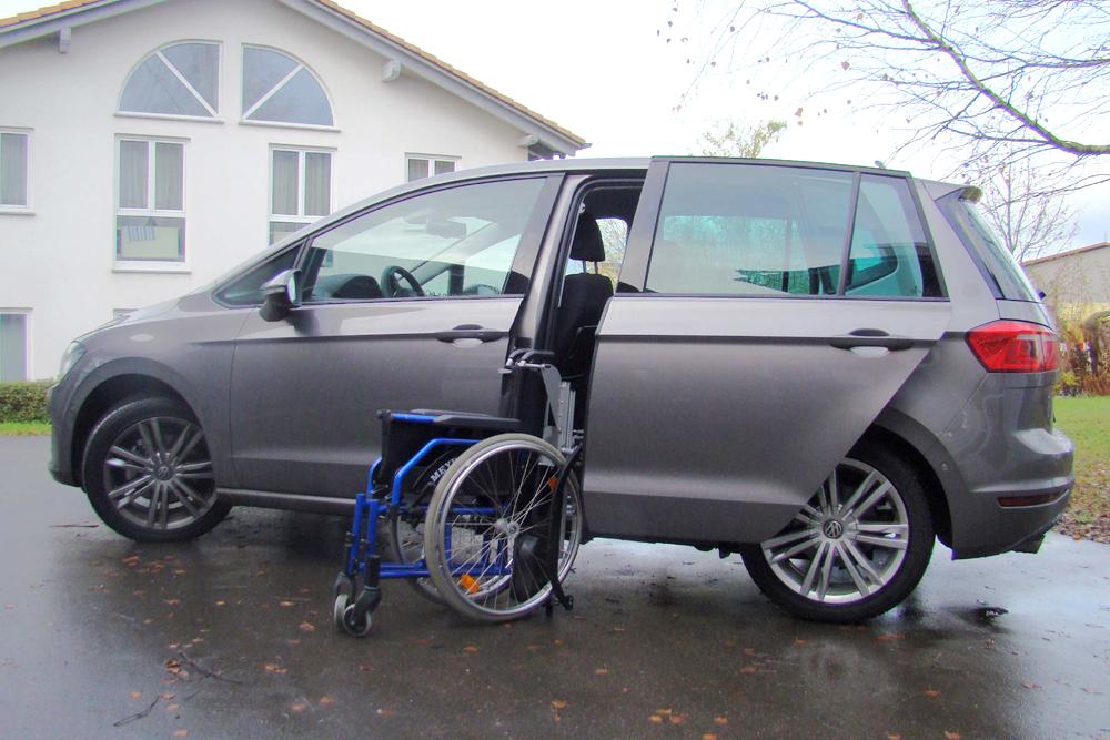 Volkswagen Golf Sportsvan mit Rollstuhlverladesystem LADEBOY S2