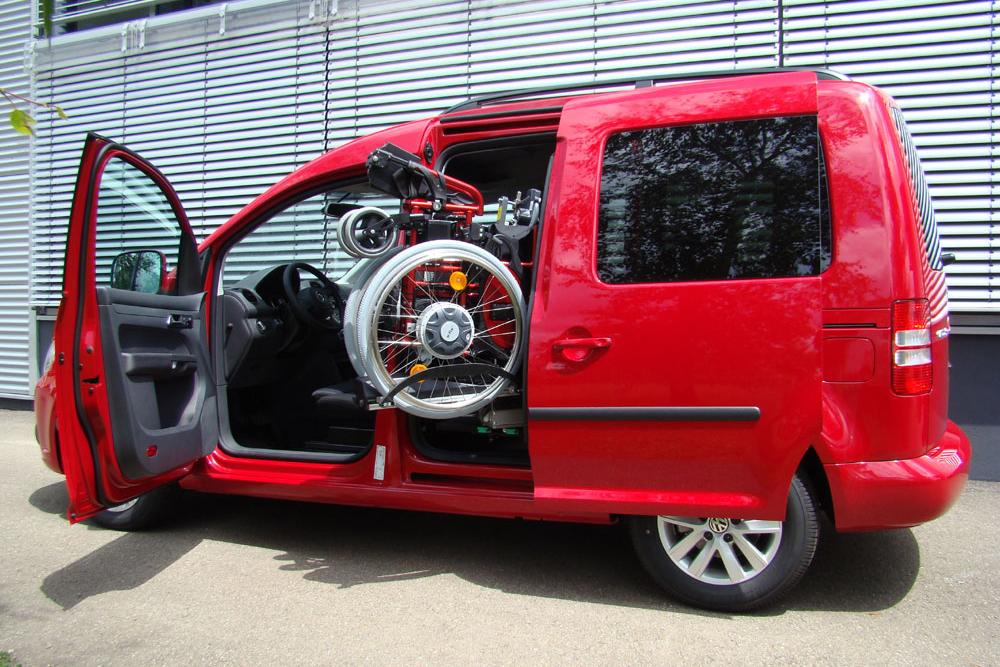Volkswagen Caddy mit Rollstuhlverladesystem LADEBOY S2 mit Schwenkmodul für 4 Sitzplätze