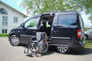 Volkswagen Caddy mit Rollstuhlverladesystem LADEBOY S2 für ungefaltete Rollstühle