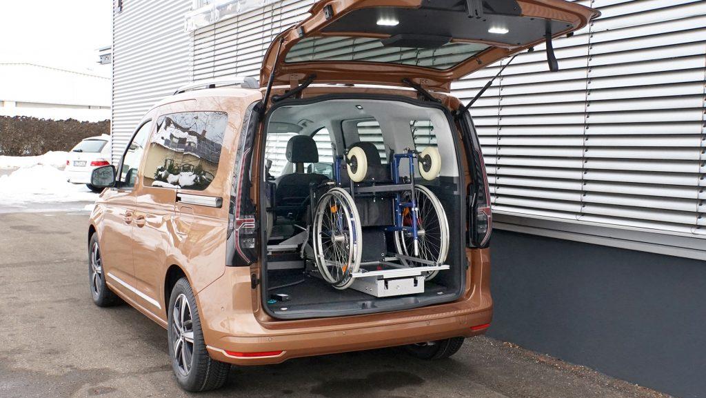 Der LADEBOY Kofferraum stehend ungefaltet im VW Caddy 5