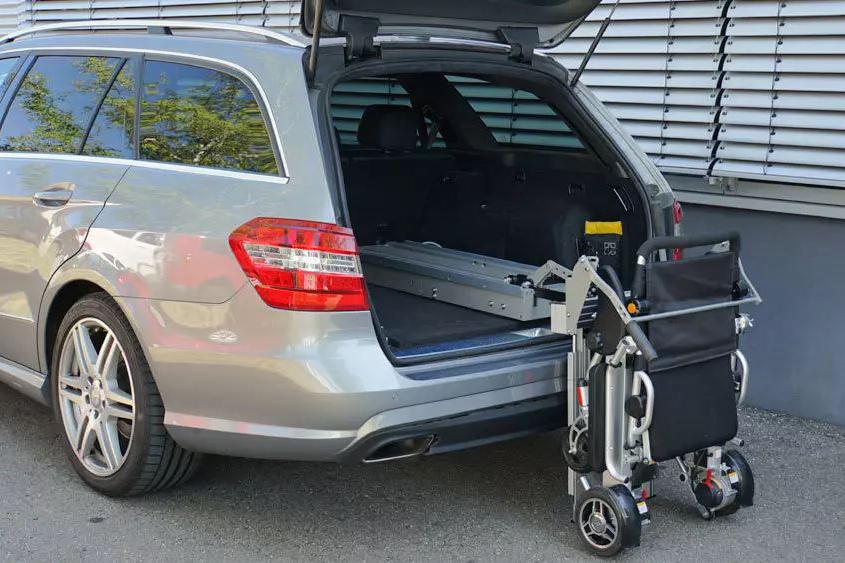 Verladung eines MovingStar Rollstuhls mit dem LADEBOY Kofferraum