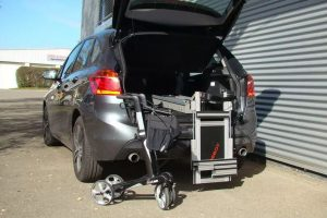 Ein Rollator mit dem LADEBOY Kofferraum